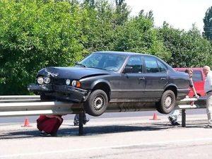 БМВ (BMW) на разделителе